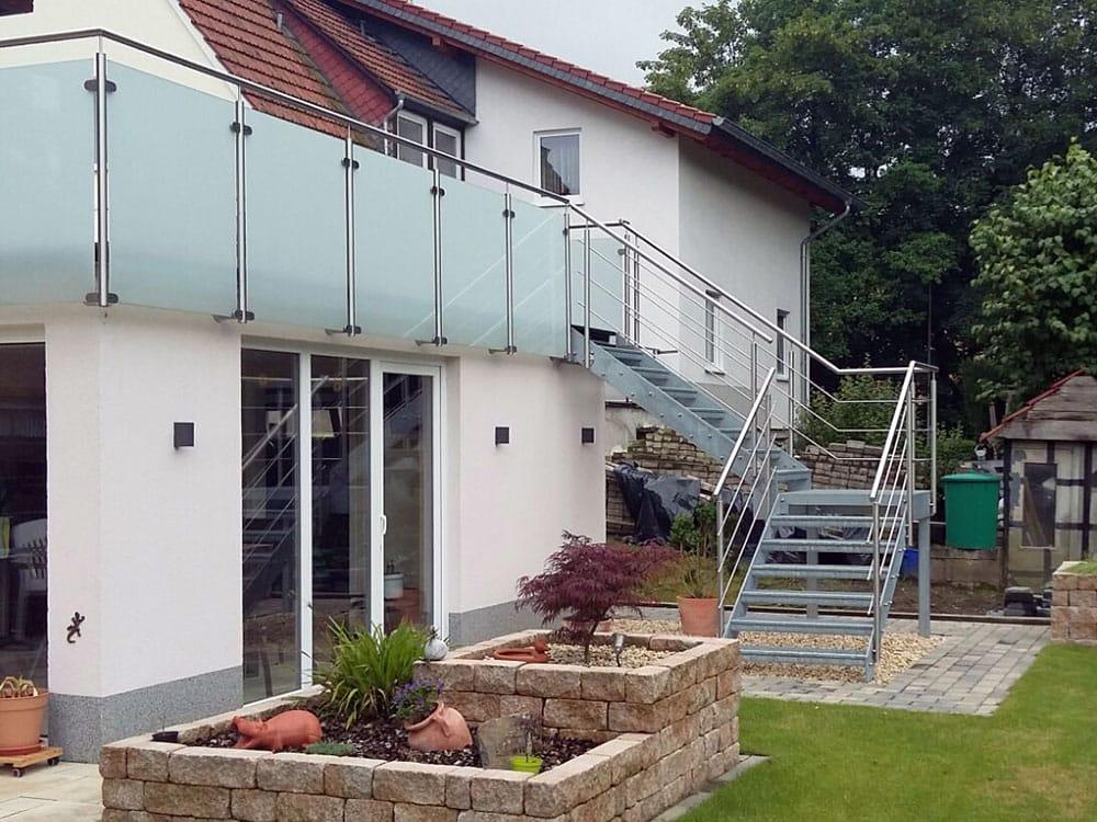 metallbau fur den innen aussenbereich treppen With französischer balkon mit wendeltreppe garten